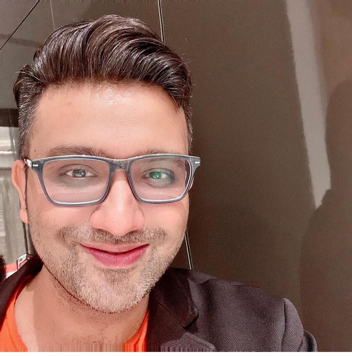 Dr Ishad Agarwal